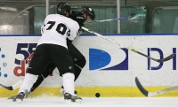 Hatt Moulson puts the squeeze on by rinkrat