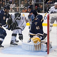 Dustin Brown scores 2nd period goal