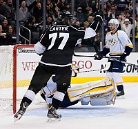 Jeff Carter celebrates Kings goal