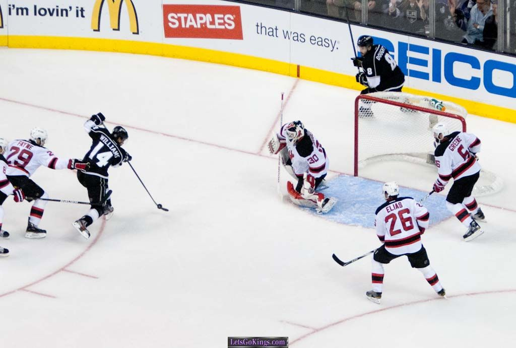 Justin Williams shoots in #4 for Kings